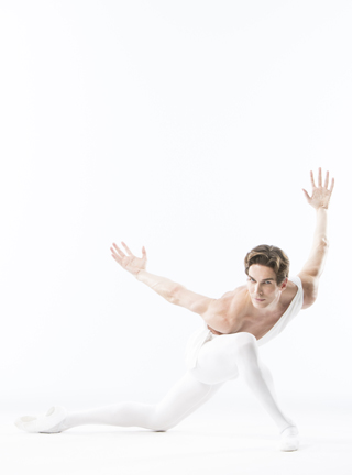 Evan McKie of The National Ballet of Canada (photo by Aleksandar Antonijevic).